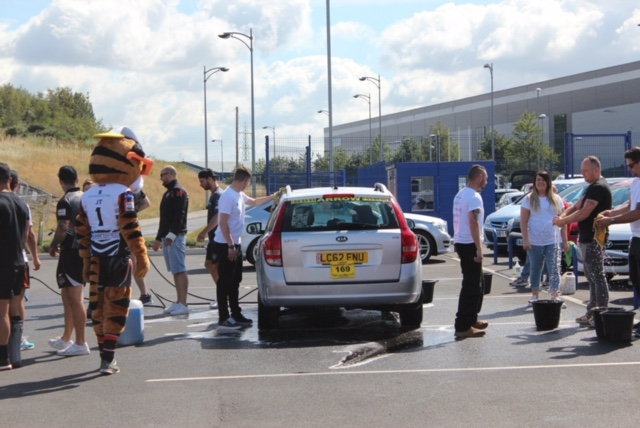 Motorpoint cleans up for Prince of Wales Hospice with help from Castleford Tigers (5)