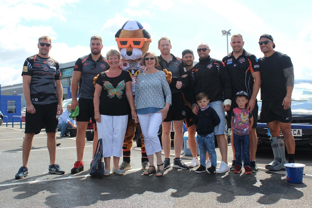 Motorpoint cleans up for Prince of Wales Hospice with help from Castleford Tigers